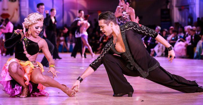 АС5 можно постелить даже на танцполе, он выдержит не меньше восьми сезонов бальных танцев