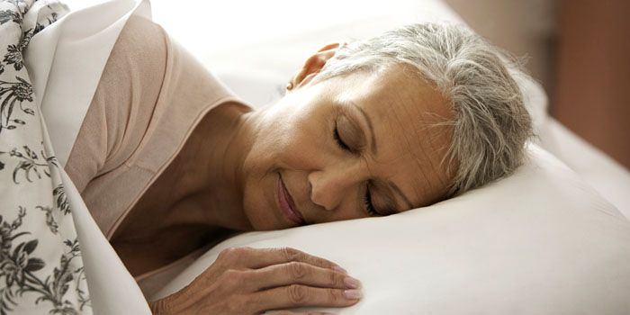 Латексные наполнители для матраца – лучший вариант перины для пожилых людей. На таком ложе они будут чувствовать себя намного комфортнее