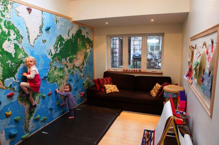 Очень популярным дополнением является скалодром – дети могут лазать по стене до самого потолка