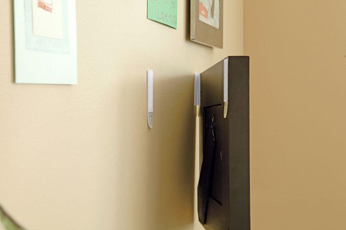 Как правильно повесить модульную картину на стену: варианты крепежей и способы их использования