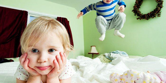 Пружинные матрацы плохо выдерживают механические нагрузки, несмотря на это, часто дети используют именно их как батут