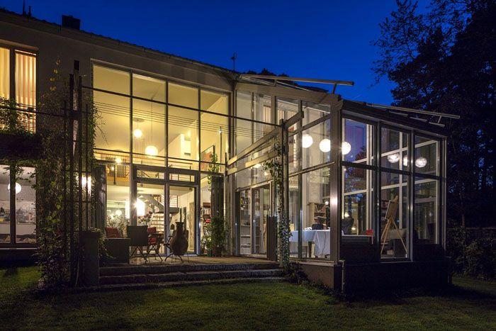 Алюминиевое остекление отлично смотрится на современных фасадах