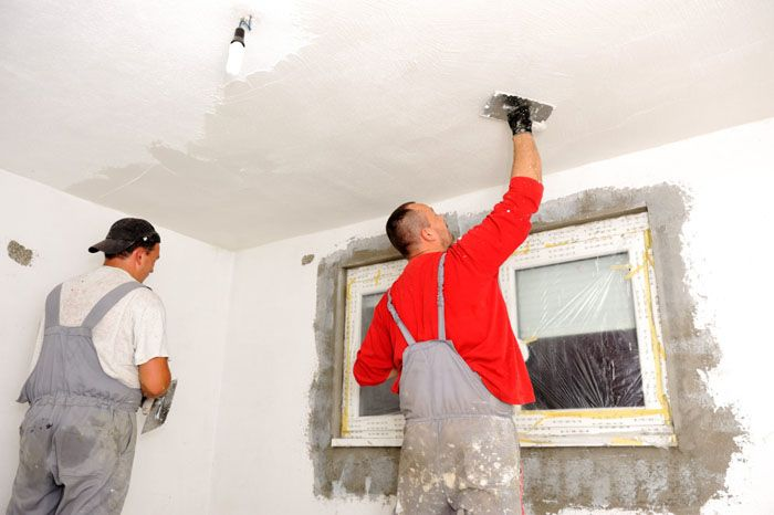 Начинать ремонт квартиры в новостройке надо с потолка