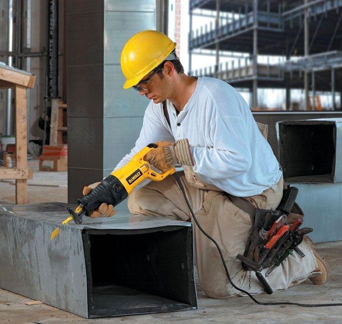 Разрезать металлический воздуховод системы вентиляции сабельной пилой не проблема