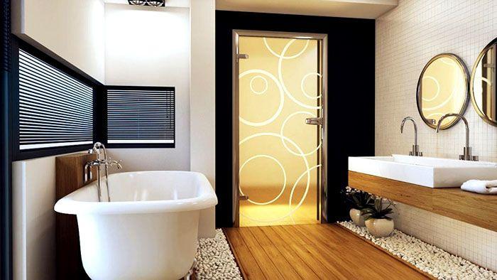 Входная дверь из ванной или туалета должна открываться только в коридор