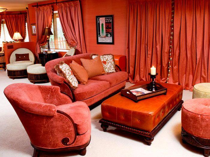 Мягкая мебель в тёплом тоне украсит интерьер