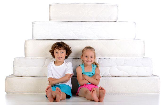 Такое спальное место не прогибается, как гамак, и ребёнок не скатится во сне с кровати