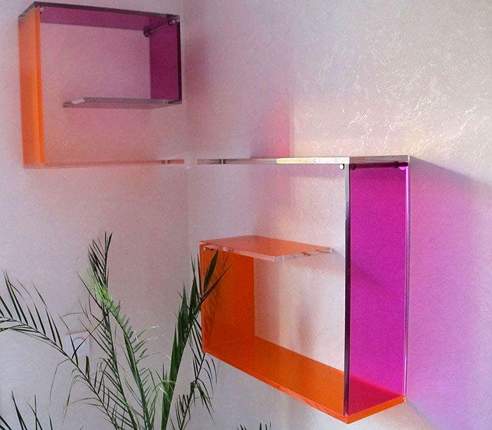 Оригинальные полки из прозрачного цветного пластика