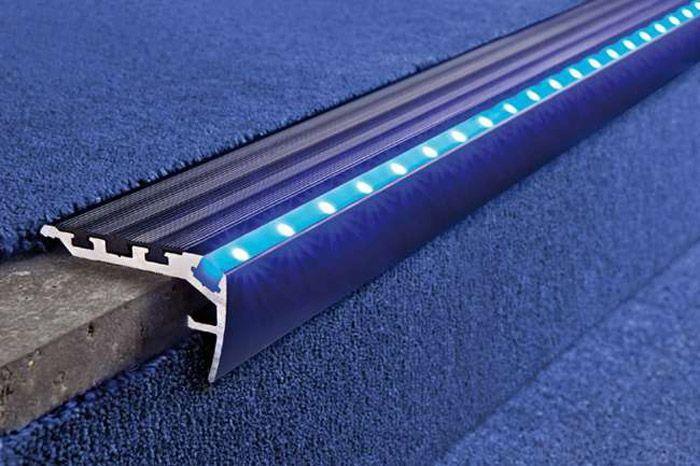 Использование пластикового обрамления ступеней для монтажа светодиодных источников света