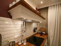 Воздуховод закрыт декоративным коробом в стиле оформления кухни