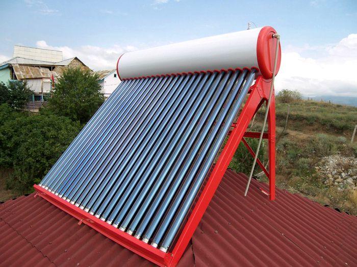 Вакуумный солнечный коллектор может легко разместиться на кровле любого строения