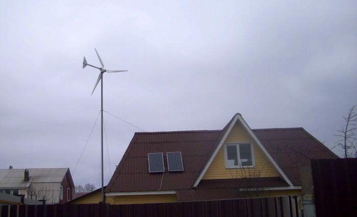Ветряк может стать удачным дополнением к солнечной станции, благо параметры работы и комплект необходимого оборудования у них практически идентичны