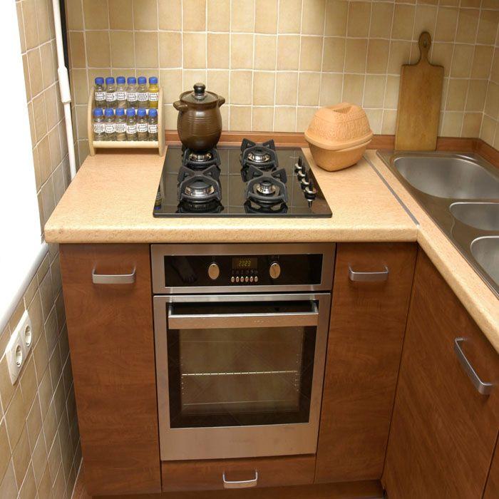 Узкие модели духовок с лёгкостью вписываются в интерьер малогабаритных кухонь