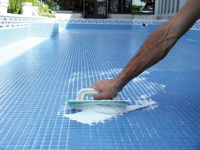 Использование эпоксидных составов при отделке чаши бассейна обезопасит его использование в различных жизненных ситуациях
