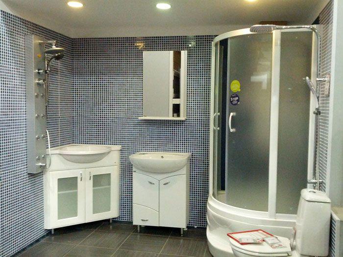 Оформление ванной комнаты в строгом стиле с использованием листовых ПВХ панелей