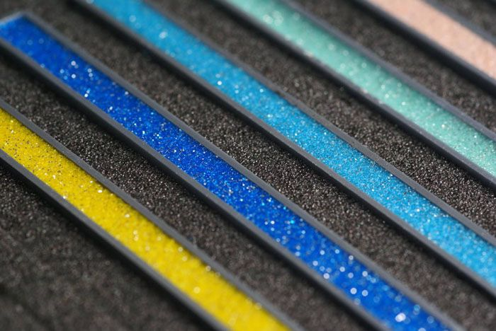 Разнообразие второстепенных наполнителей позволяет создать состав индивидуального цвета, необходимого при дизайнерском оформлении пространства