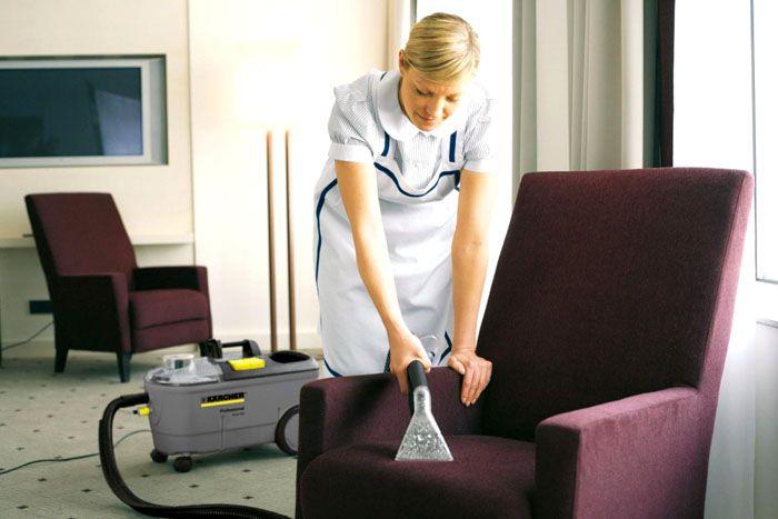 С использованием моющих пылесосов можно привести в порядок мягкую мебель и прочие предметы интерьера