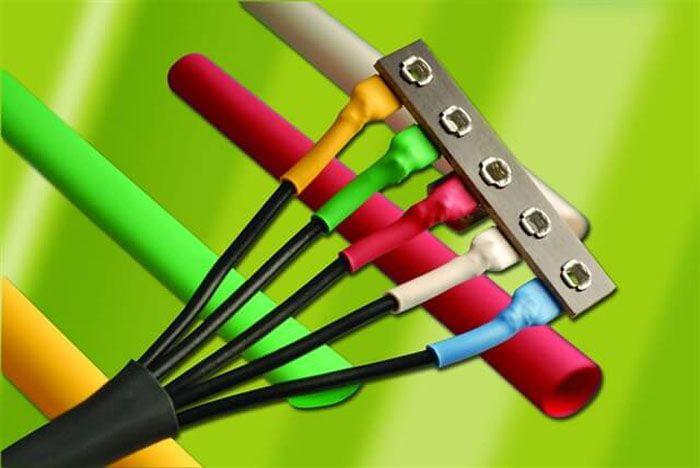 Маркировка жил кабеля, выполненная с использованием разноцветной термоусадки