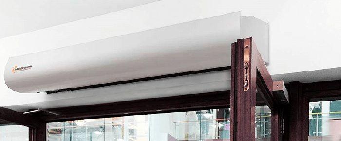 Бытоваятепловая завеса на входную дверь, оснащённая электрическими ТЭНами, подключается к электрической сети напряжением220 Вольт
