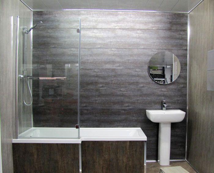 Влагостойкие модели удачно вписываются в интерьер ванной комнаты, имитируя натуральные материалы