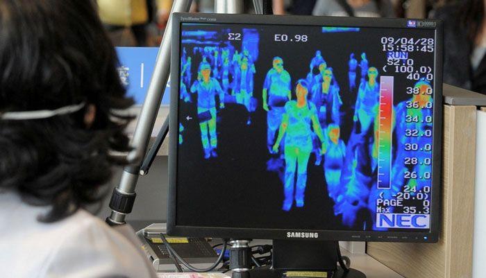 Прибор, установленный в зонах прилёта аэропорта, позволяет выявить людей с повышенной температурой тела