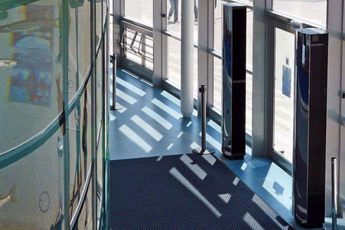 Электрическая тепловая завеса вертикальной установки