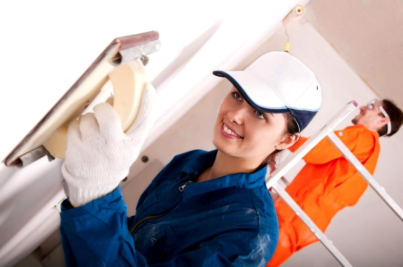 Шпаклевочные работы у профессионалов стоят от 200 рублей за квадратный метр