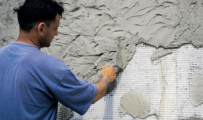 Штукатурка не только внешне украсит фасад, но и создаст надёжную защиту