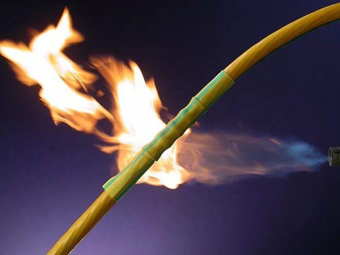 Под воздействием высокой температуры термоусадка принимает форму и размеры изделия, на которое она помещена, и сохраняет их после остывания