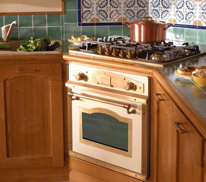 Встраиваемая духовка может быть размещена в углу, если размеры помещения позволяют её установить в другом месте, или это соответствует замыслу дизайнера