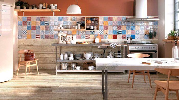 В кухне плитку обычно размещают в зоне фартука