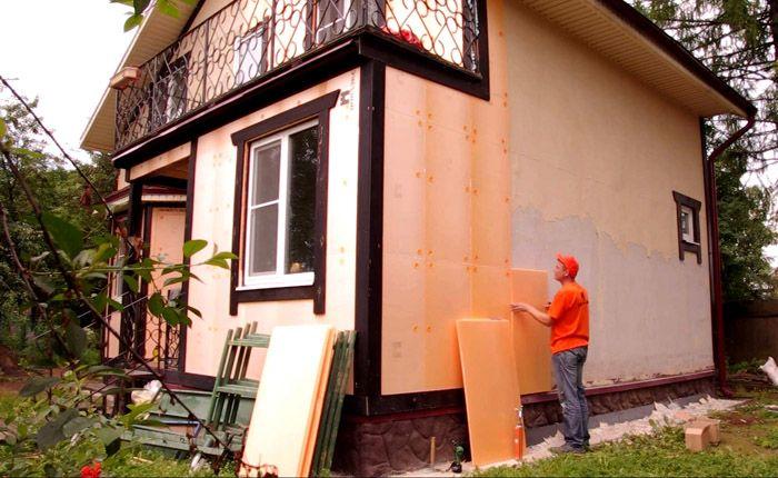 Современные производители предлагают огромное количество разнообразных утеплителей, которые легко монтировать на фасаде