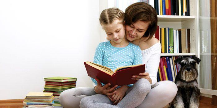 Не откажите себе в удовольствии уединиться и полистать любимую книгу и с детства приучайте ребёнка к чтению