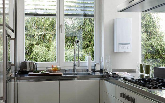 Современные модели газовых колонок довольно органично вписываются в интерьер кухонного пространства