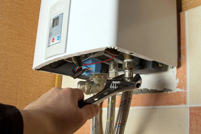 Несложный ремонт может выполнить даже неквалифицированный специалист, для этого достаточно умения работать со слесарным инструментом