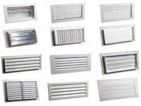 Регулируемые решётки жалюзийного типа различаются по типу привода створок, размерам и материалам, используемым при их изготовлении