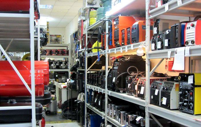В специализированных магазинах электротехнических товаров можно подобрать нужную модель тепловой пушки