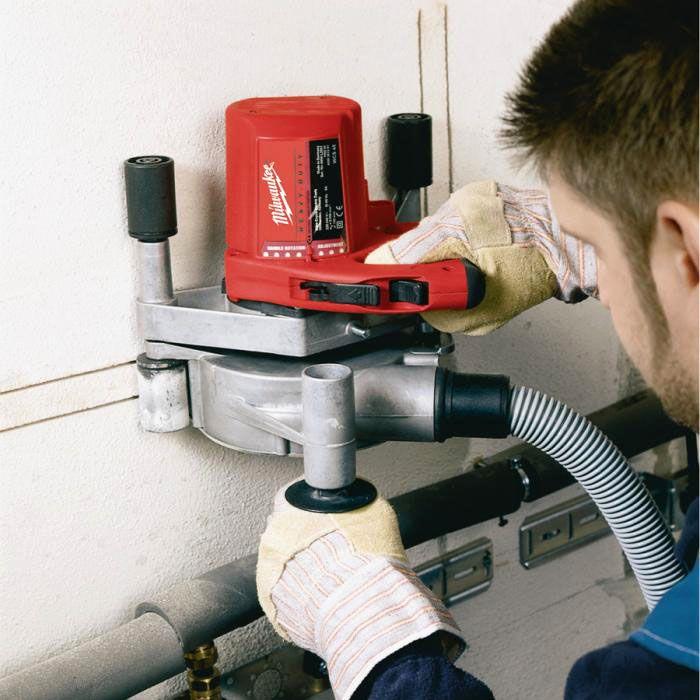 При использовании штробореза борозды получаются ровными, что удобно при выполнении последующих строительно-монтажных работ