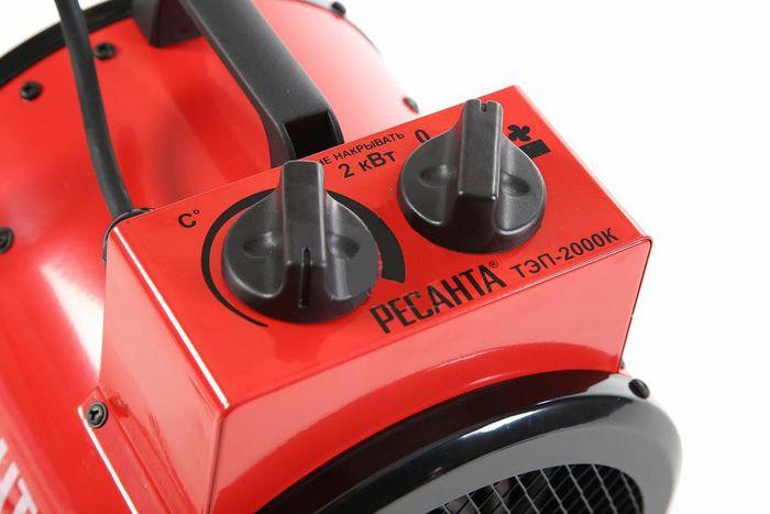 При помощи регулировочных элементов выставляется требуемая температура воздуха и скорость его подачи