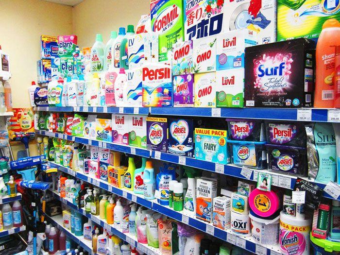 Большинство универсальных составов не подходит для чистки покрытий из натуральных материалов