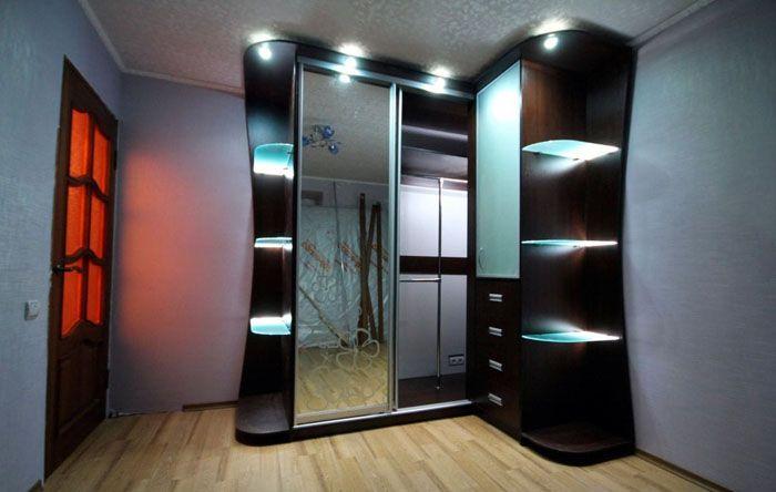 Комбинация практичного и декоративного освещения
