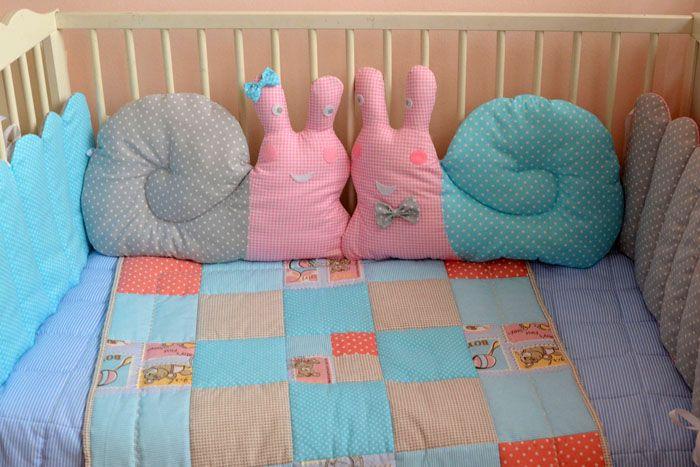 Выбор текстильных принадлежностей поистине велик — молодые родители могут потратить уйму времени, прежде чем выберут комплект в кроватку