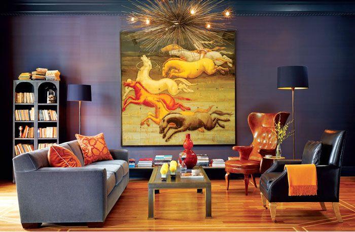 Если комната в квартиревыдержана в холодных тонах, то необязательно использовать строго холодные оттенки: можно удачно найти решение с привлечением тёплых красок в интерьер