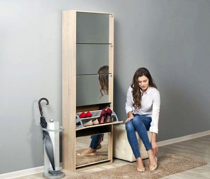 Высокие обувные шкафчики часто дополняются зеркальными поверхностями, что служит не только возможности оценить себя, но и визуально расширить пространство, сделав шкафчик незаметнее