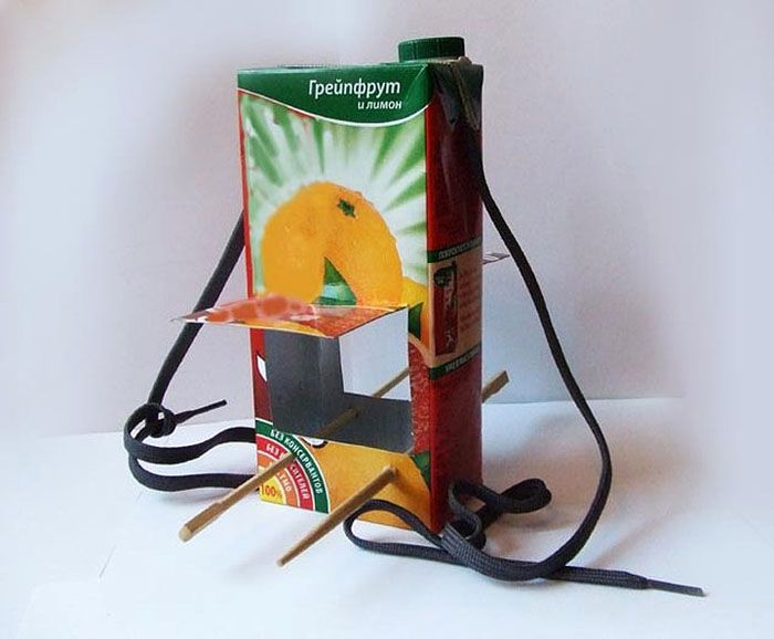 Даже жёрдочки можно легко сделать из палочек для суши или веточек, вставленных ближе к основанию коробки
