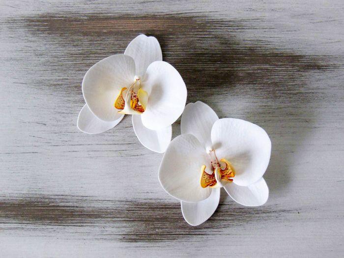 Орхидея из фома выглядит очень натурально