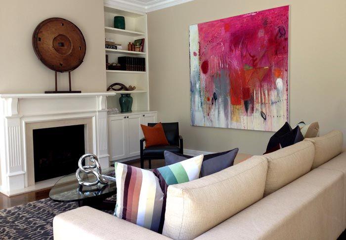 Абстрактные постеры должны подходить под общий стиль помещения, а не вызывать недоумения по поводу своего размещения в комнате