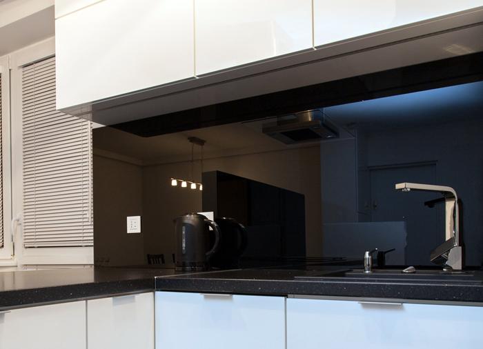 На чёрном стекле вообще не будут заметны огрехи при мытье, а эффект в дизайне потрясающий