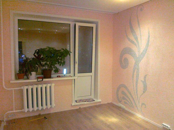 В такую небольшую кухню остаётся подобрать подходящую мебель, которая засияет при подобном мягком фоне