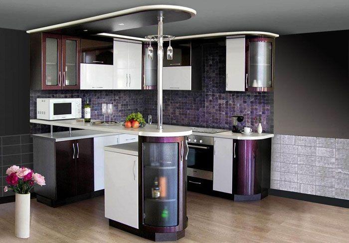 Внутри оборудуют полки для хранения посуды, кухонного инвентаря. Прозрачные фасады с подсветкой облегчают конструкцию